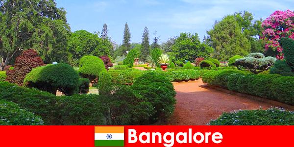 Urlauber in Bangalore lieben die beruhigenden schönen Parks und Gärten