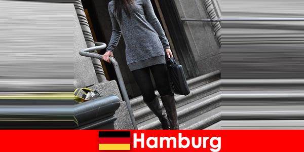 Elegante Damen in Hamburg verwöhnen Einreisende mit exklusiven diskreten Begleitservice