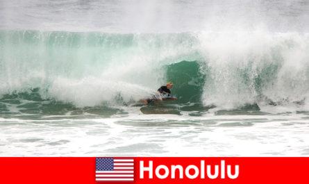Inselparadies Honolulu bietet Perfekte Wellen für Hobby und Profi Surfer