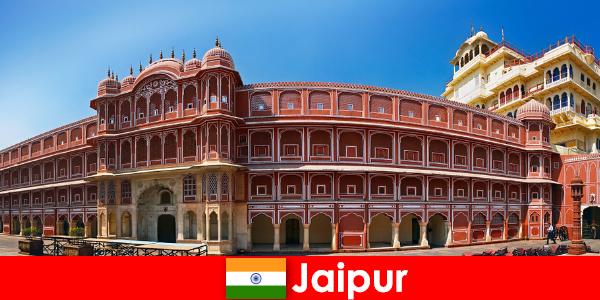 Außergewöhnlichsten Architekturen locken viele Urlauber nach Jaipur