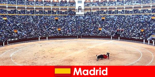 Traditionelle Feste in Madrid bringt jeden Fremden zum staunen