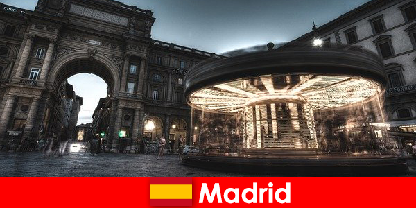 Madrid bekannt für seine Cafés und Straßenverkäufer ein Städtetrip lohnt sich