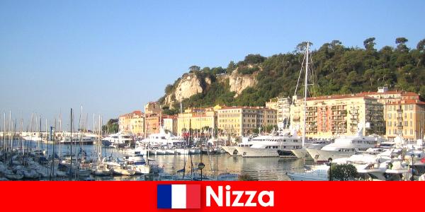 Nizza mildes sonniges Klima hat viele kulturelle Möglichkeiten für Ausländer