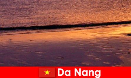 Da Nang ist eine Küstenstadt im Zentrum Vietnams und ist beliebt für seine Sandstrände