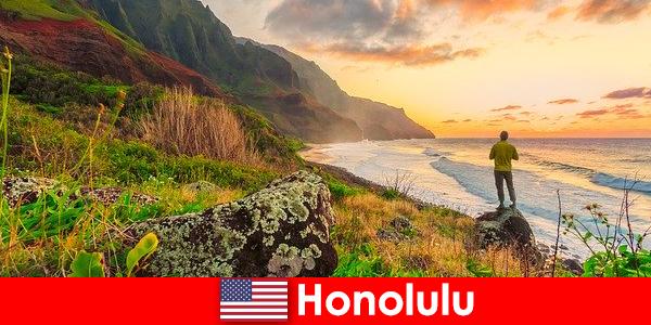 Honolulu bekannt für Strände, Meer, Sonnenuntergänge für Wellness und Erholungsurlaub