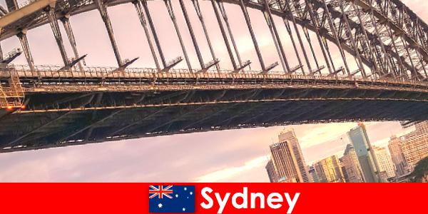Sydney mit seinen Brücken ist ein sehr beliebtes Reiseziel für Australien Reisende