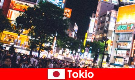 Tokio für Urlauber in der flimmernden Neonlichter Stadt das perfekte Nachtleben
