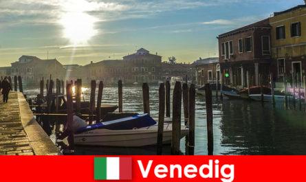 Besucher erleben bei einem Spaziergang Hautnah die Geschichte von Venedig