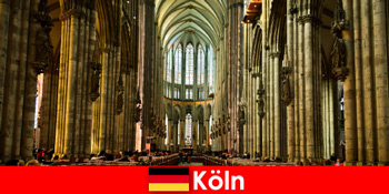 Pilgerreise für Fremde zu den drei heiligen Königen im Kölner Dom