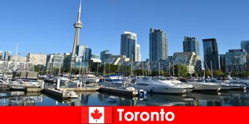 Toronto in Kanada ist eine Moderne Metropole am Meer für Stadt-Touristen sehr beliebt