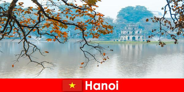 河内越南玉山寺和文学寺取悦游客