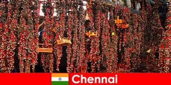 Klänge und heimische Tänze im Tempel warten auf Fremde in Chennai Indien