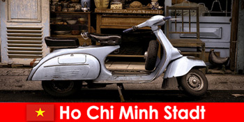 Ho Chi Minh Stadt Vietnam bietet Urlaubern Mopedtouren durch die lebendigen Straßen