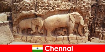 Fremde sind begeistert von traditionellen Kulturbauten in Chennai Indien