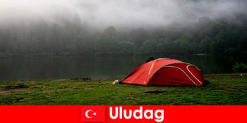 Campingurlaub mit Familie in den Wäldern von Uludag Türkei