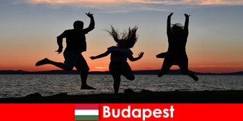 Budapest Ungarn für junge Partytouristen mit Musik und günstigem Getränken in Bars und Clubs