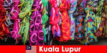 Kulturtouristen in Kuala Lumpur Malaysia erleben die exzellente Handwerkskunst