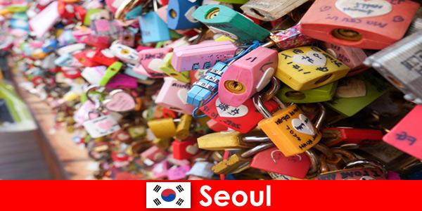कोरिया में सियोल की फैशनेबल सड़कों में अजनबियों के लिए खोज की यात्रा