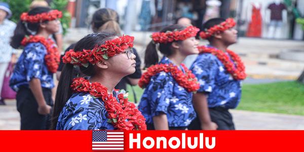 Tetamu asing suka pertukaran budaya dengan penduduk tempatan di Honolulu Amerika Syarikat
