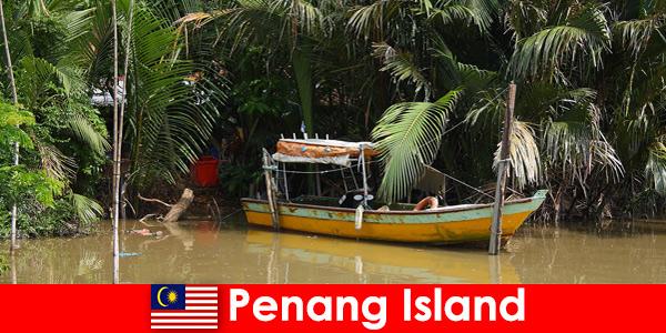 पेनांग द्वीप मलेशिया के जंगल के माध्यम से हाइकर्स के लिए लंबी दूरी की यात्रा