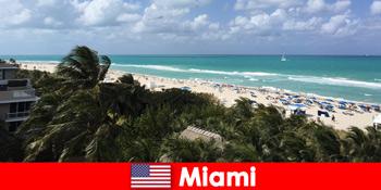 Palmen Sandstrände Wellen erwarten Langzeiturlauber im paradiesischen Miami Vereinigten Staaten
