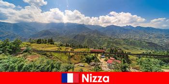 Mit dem Zug durch die Dörfer und Berge im Hinterland von Nizza Frankreich