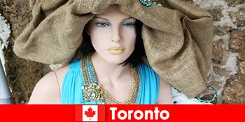Besucher finden allerlei skurrile Geschäfte im kosmopolitischen Zentrum von Toronto Kanada