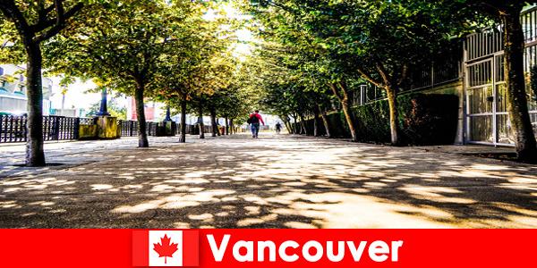 Путівники по містах Канади Ванкувера супроводжують відпочиваючих за кордоном в місцевих куточках