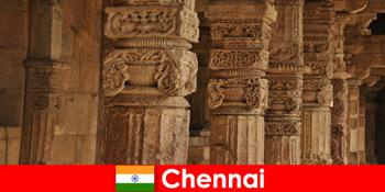Ausländer besuchen Chennai Indien um die herrlichen bunten Tempeln zu sehen