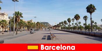 In Barcelona Spanien finden Touristen alles was das Herz begehrt