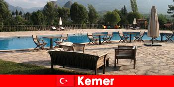 Günstige Flüge, Hotels und Miethäuser nach Kemer Türkei für Sommerurlauber mit Familie