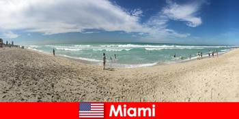 Aufregend, angesagt und einzigartig empfinden junge Reisende im warmen Miami Vereinigte Staaten