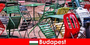 Interessante Bistros, Bars und Restaurants erwarten Reisende im schönen Budapest Ungarn
