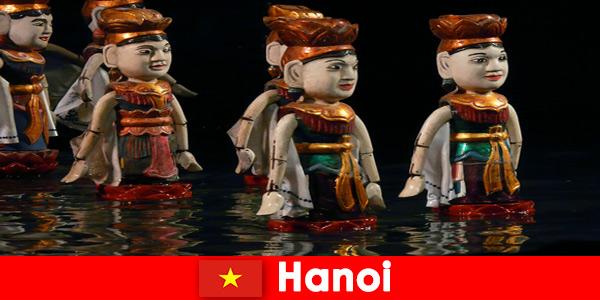 पानी कठपुतली थियेटर में प्रसिद्ध प्रदर्शन हनोई वियतनाम में अजनबियों को प्रेरित